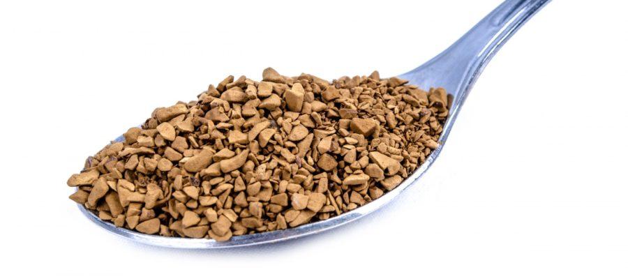 Löffel mit granuliertem Kaffee