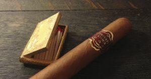 Kaffeegenuss mit Zigarre