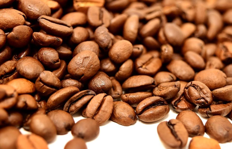 coffee beans 3418308 960 720 - Kaffee – heißer und kalter Genuss